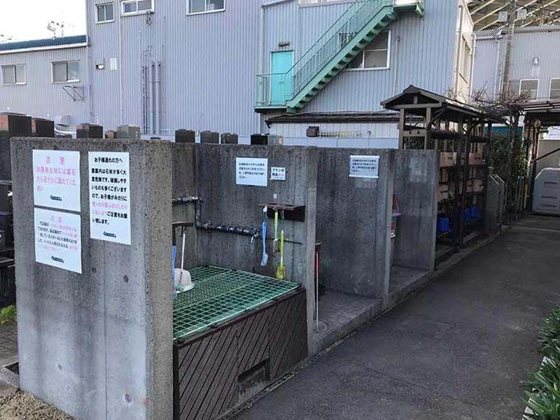 四つ木聖地苑 道具も完備された水汲み場