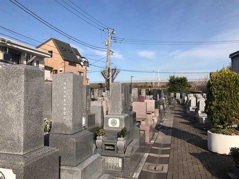 四つ木聖地苑 様々な暮石が並ぶ墓域