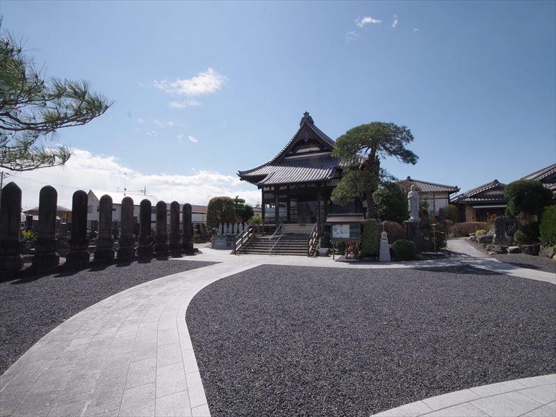 深廣寺 永代供養墓・樹木葬 広々とした敷地に佇む本堂