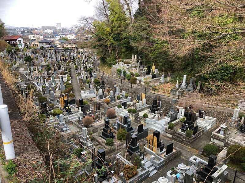高幡不動尊金剛寺 高台で見晴らしが良い墓域