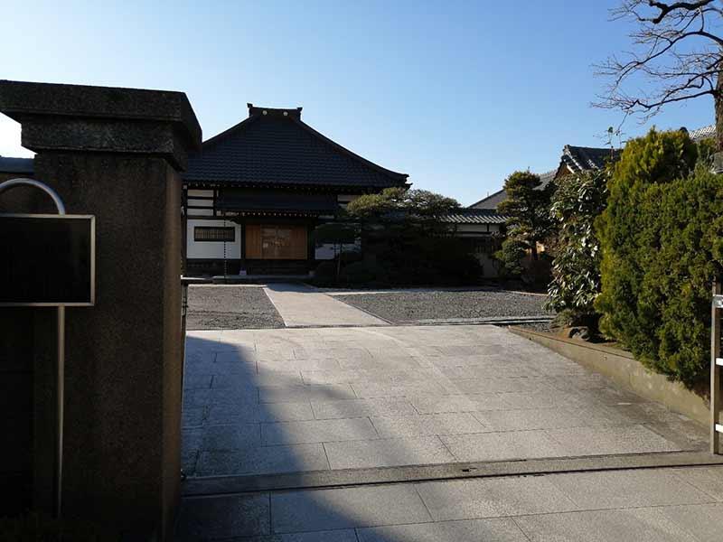 舎人浄苑 お寺入り口