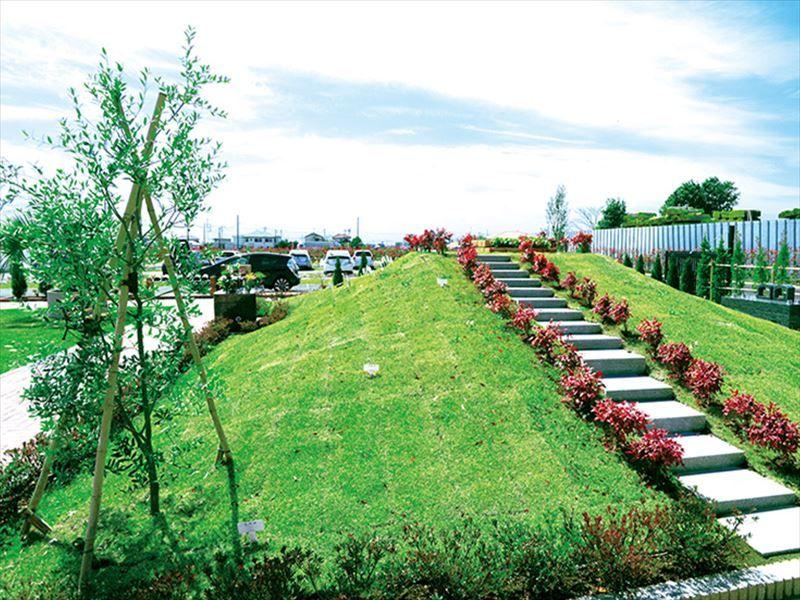 吉川霊園 樹木葬「オリーブの丘」へ続く階段