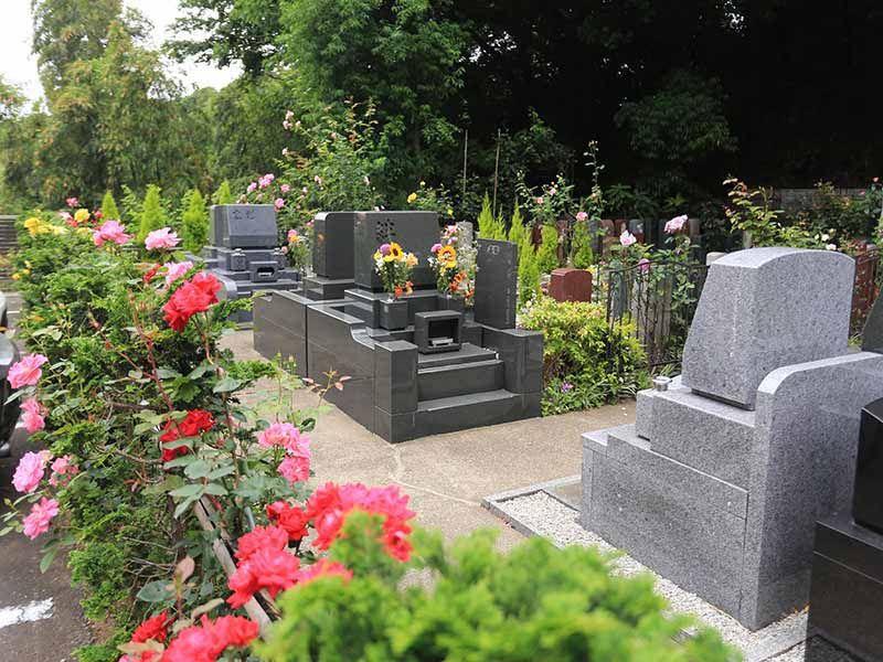 鎌倉やすらぎの杜 バラに囲まれた墓域