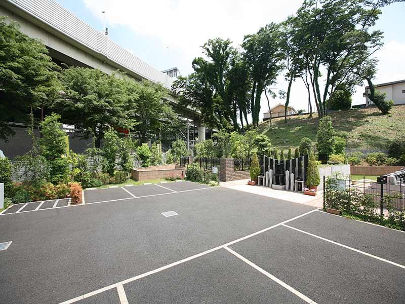 川口 永久の絆 駐車場①