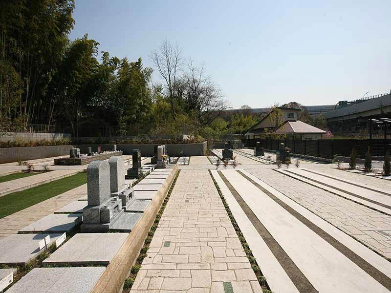 川口中央霊園のバリアフリー設計でどなたでも安心してお参りできる墓所