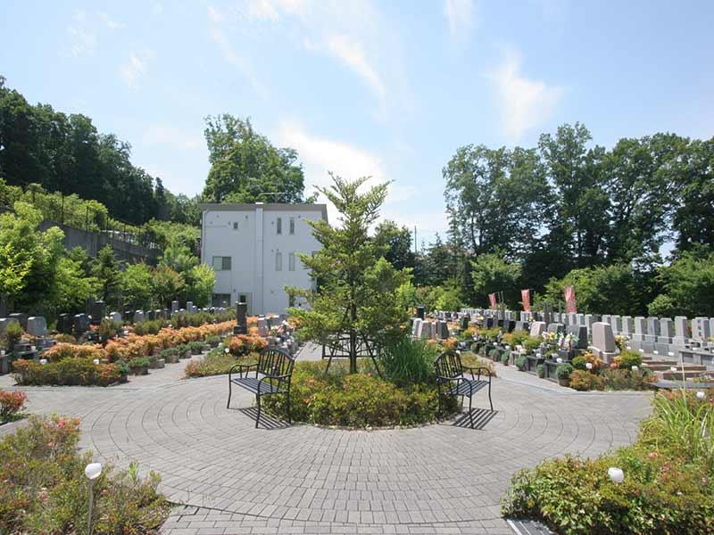 町田こもれびの杜霊苑 手入れされた植栽が美しい霊園風景①
