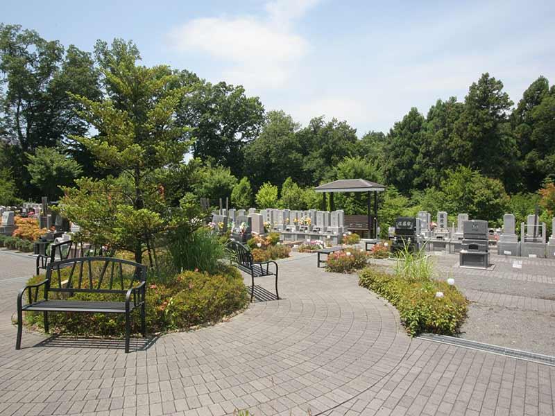町田こもれびの杜霊苑 手入れされた植栽が美しい霊園風景②