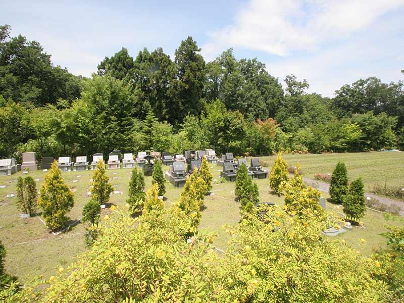 町田こもれびの杜霊苑 日当たりが良く緑豊かな霊園風景②