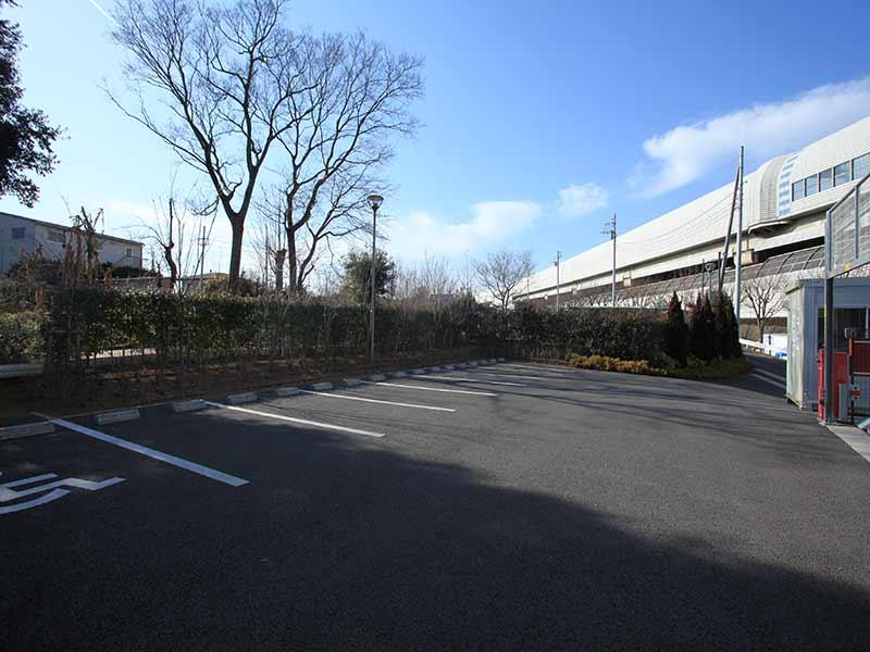 川口光輪メモリアルの駐車場