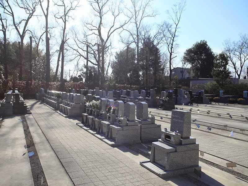 川口光輪メモリアルのバリアフリー設計された墓所