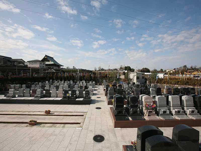 サンク川口霊園の手入れの行き届いた清潔な墓域