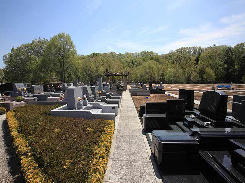 東京霊園 舗装されているので安心してお参りできる墓域