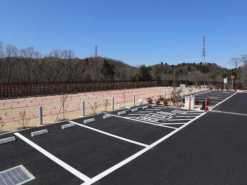 八王子 上川霊園の墓域に隣接した駐車場