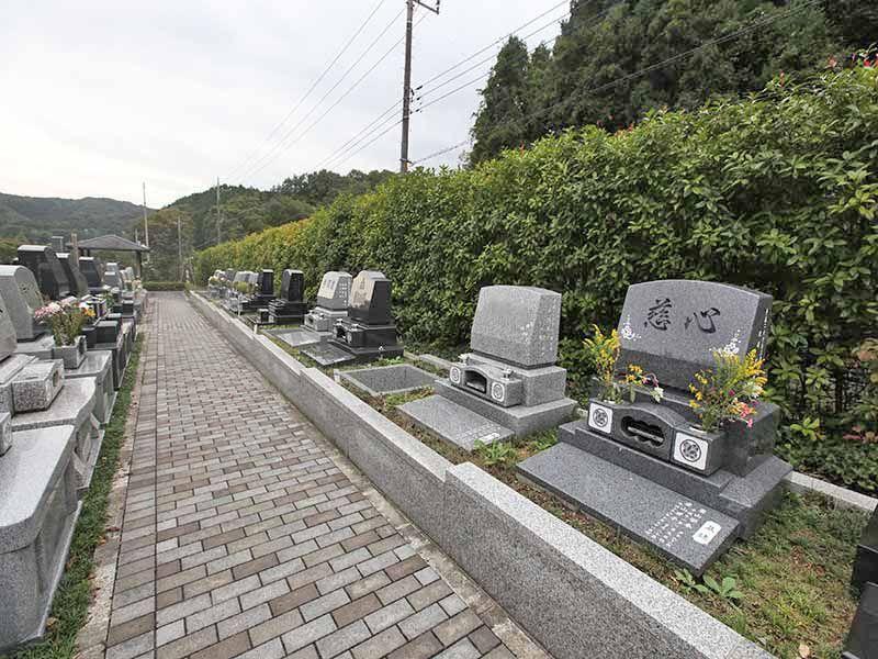 八王子 上川霊園の舗装されて歩きやすい墓域