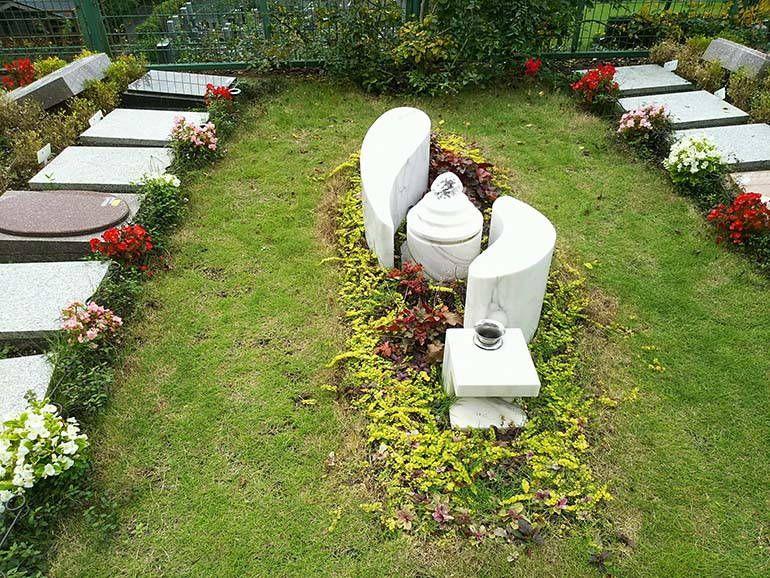 西東京墓苑 安らかな眠りを表現したふれあいの碑