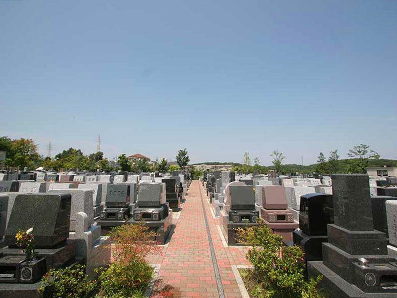 横浜あさひ霊園 広々とした参道でどなたでも安心してお参りできる墓域