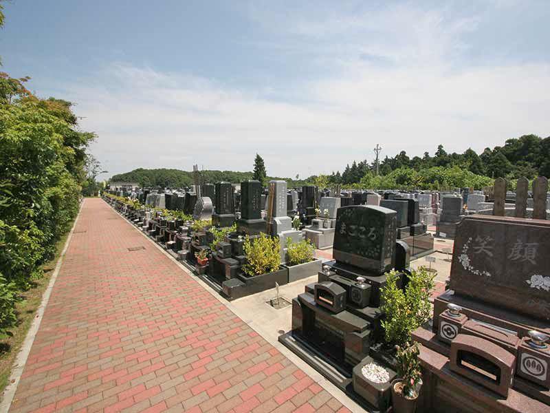 横浜あさひ霊園 バリアフリー設計で移動のしやすい墓域