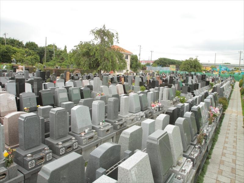 メモリアルパーク花の郷聖地 相模大塚 様々な墓石が混在