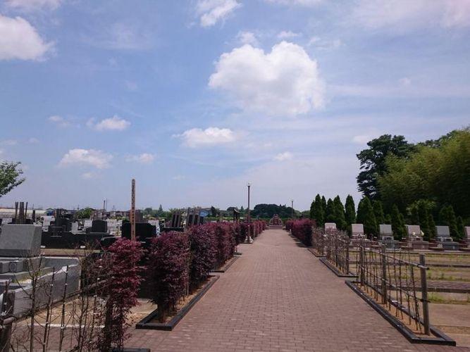 富里中央霊園 平坦な参道