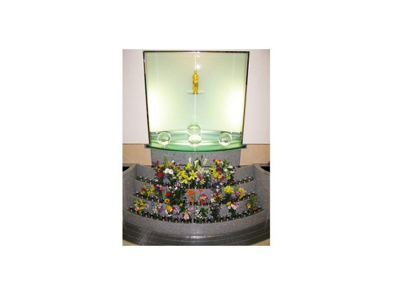 魂の故郷 龍善寺 早稲田納骨堂 献花に囲まれた仏様
