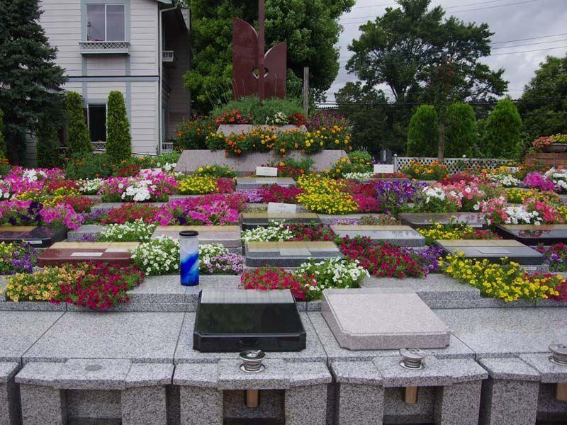 小平メモリアルガーデン ガーデニング型樹木葬「フラワージュ」 花壇に植えられた四季折々の花