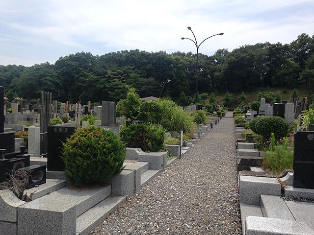 八王子市営 南多摩都市霊園 広々とした参道の墓域