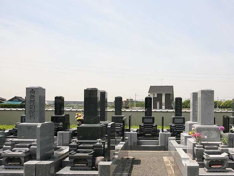 法光寺墓苑 日差しに包まれた墓域