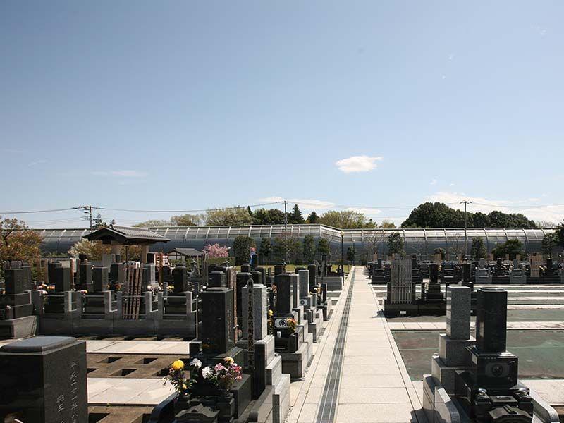 大林寺別院霊園 霊園の隣には東名高速道路
