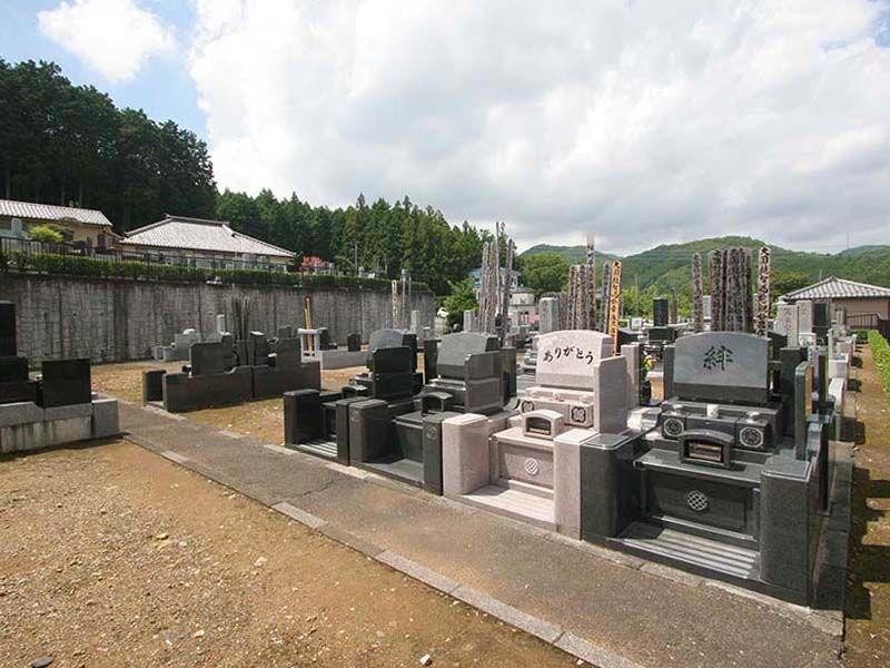 小川町青山メモリアルパーク 様々な墓石が並ぶ墓域