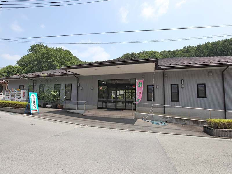 秋川霊園 清潔感のある管理棟