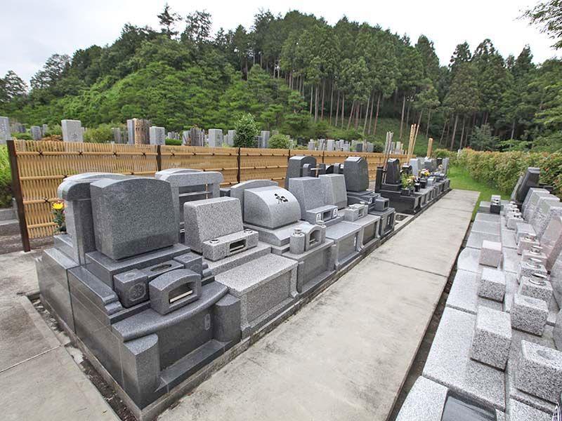 秋川霊園 自然に囲まれた綺麗な墓域