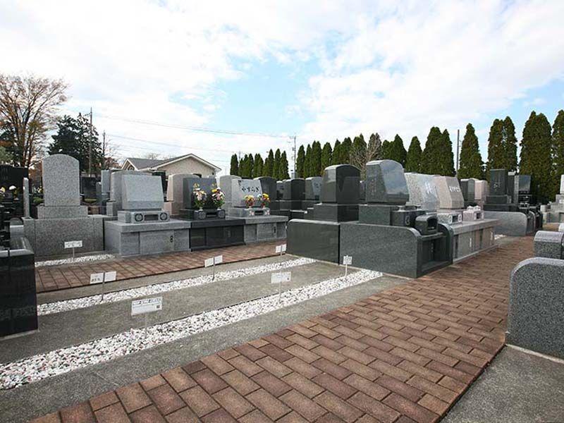 北本霊園 多様な墓石が建立
