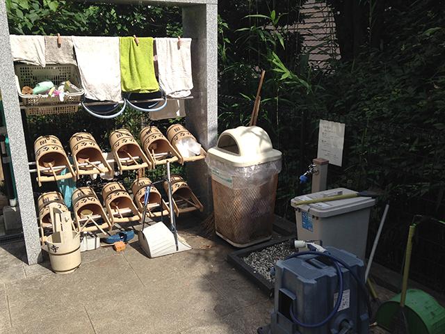 文京こひなた霊園 掃除道具と水場