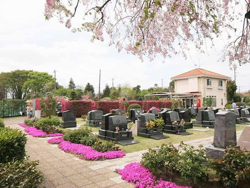 メモリアルパーク花の郷聖地 相模大塚 しだれ桜や芝桜が咲く墓域