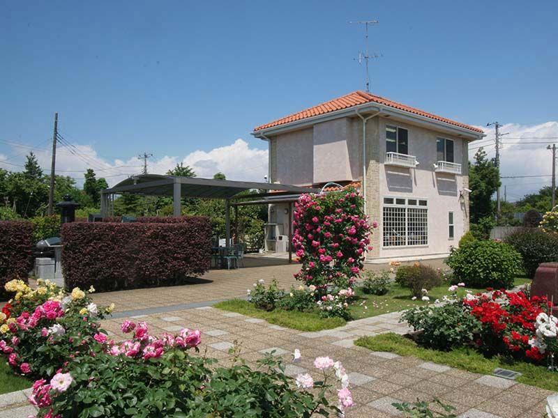 メモリアルパーク花の郷聖地 相模大塚 バラをはじめとする様々な花
