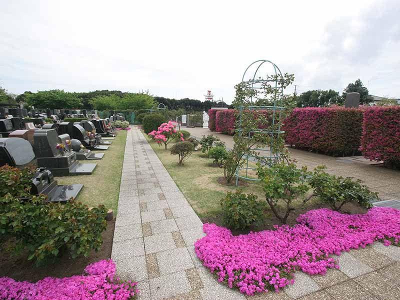 メモリアルパーク花の郷聖地 相模大塚 解放感がある芝墓所