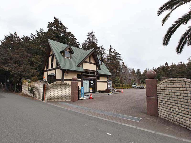 大和中央霊園 霊園入り口と管理事務所