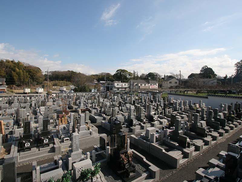 湘南泉霊園 きれいに区画された墓域