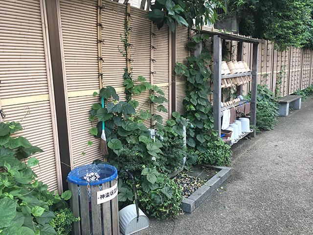 神楽坂霊園 道具のそろった水汲み場