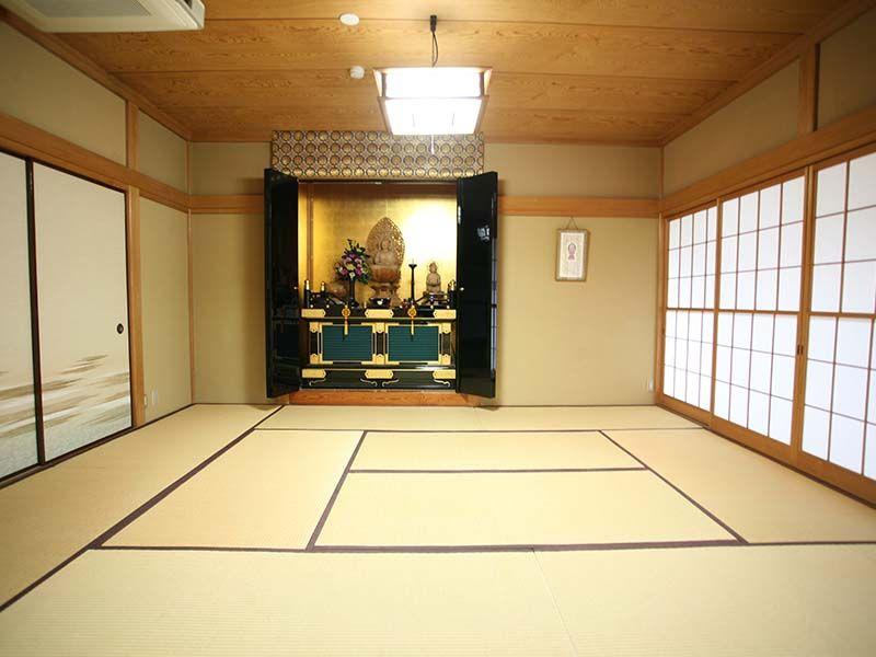 寳泉寺 和室に祀られた観音菩薩像