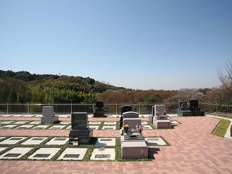 円海山メモリアル清浄園 山腹にある見晴らしの良い墓域