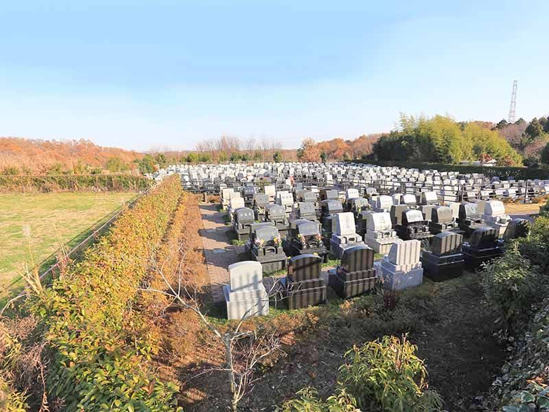 南大沢ハヤブサバレー 常駐の管理人による清掃の行き届いた霊園内風景