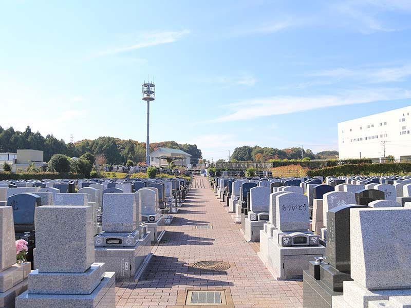 南大沢ハヤブサバレー 明るく清潔な霊園風景