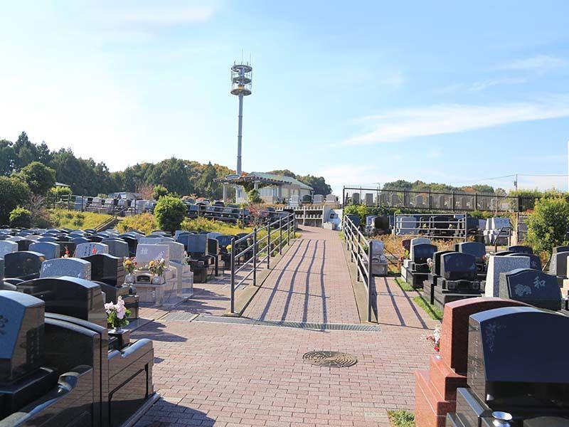 南大沢ハヤブサバレー 舗装されて歩きやすい墓域