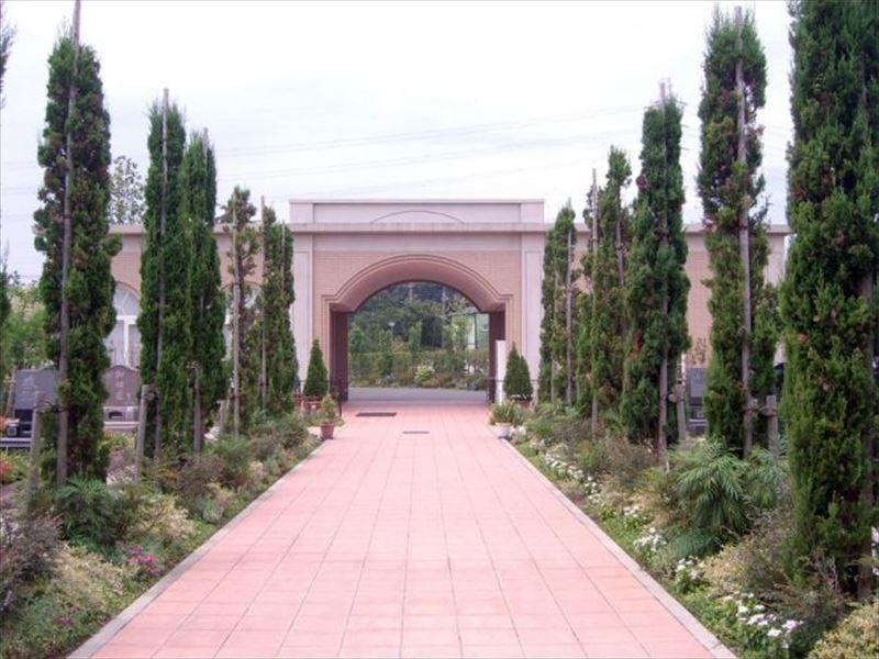 フォーシーズンメモリアル新座 欧風庭園のような参道