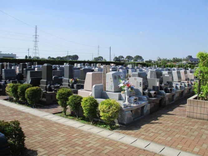 メモリアル越谷 憩いの郷 和型・洋型墓石が並ぶ一般墓所