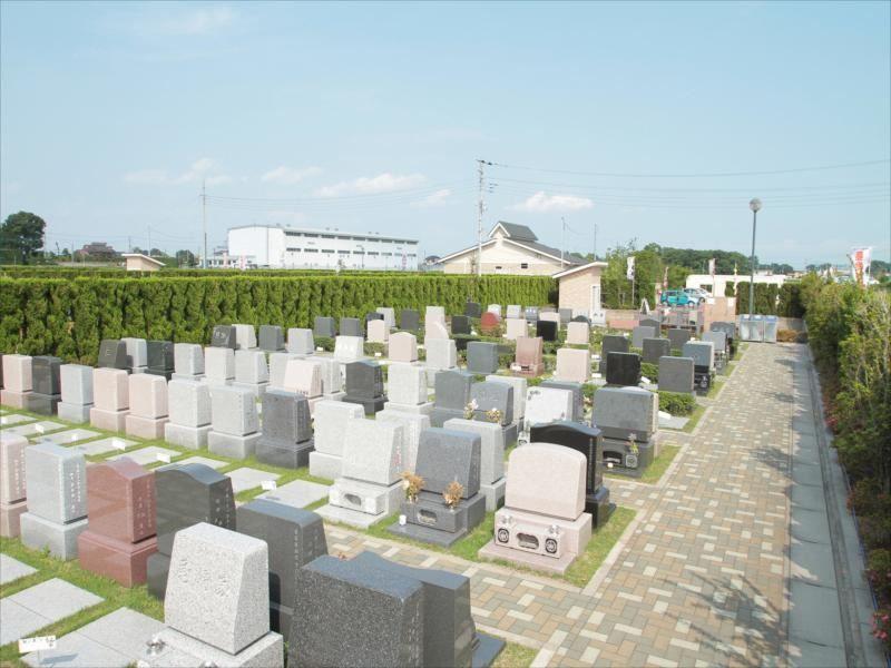 メモリアル越谷 憩いの郷 洋型墓石が並ぶ芝生墓所