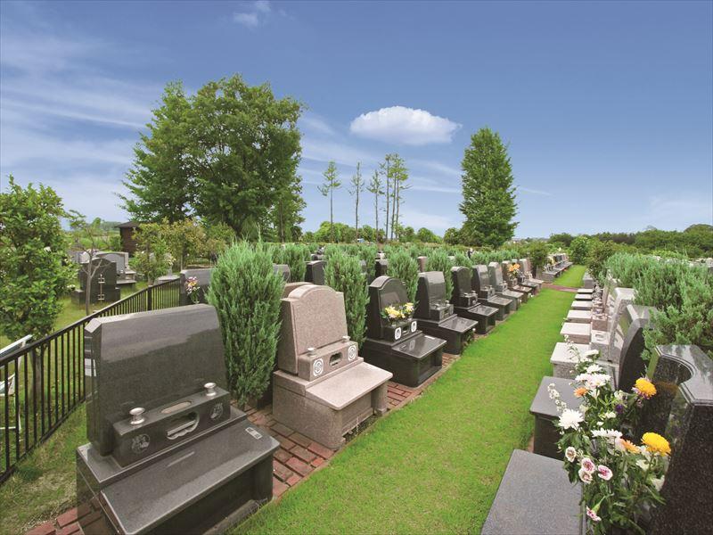 メモリアルガーデン大宮青山苑 ガーデニングが施された墓域