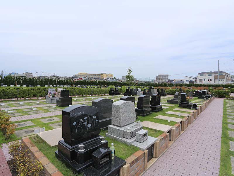綾瀬蓼川霊園 天空の郷 緑に囲まれた墓域