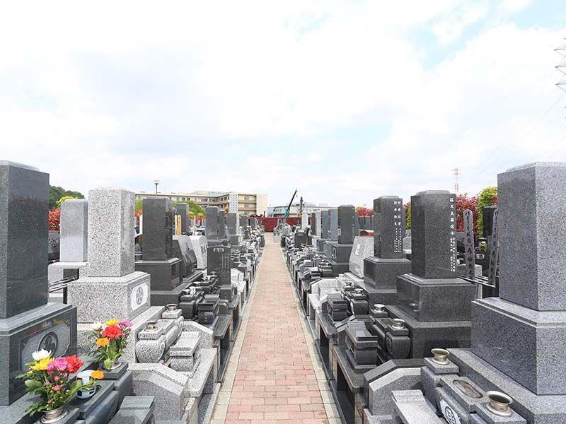 朝霞聖地霊園 平坦な参道